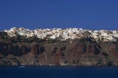 峭壁santorini thira顶层村庄 库存图片