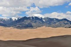 峰顶和沙丘 库存照片