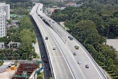 峰顶的高速公路 免版税库存图片