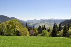 从峰顶观看山 免版税库存照片