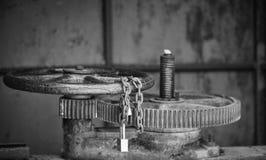嵌齿轮水闸 库存图片