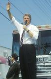 州长比尔・克林顿在俄亥俄讲话在克林顿/戈尔1992年Buscapade竞选中游览在帕尔马,俄亥俄 库存图片