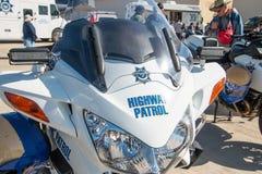州际高速公路警察巡逻摩托车 库存图片