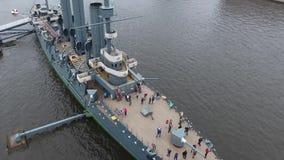 巡洋舰极光在河Neu,市StPetersburg 股票视频