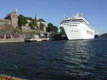 巡洋舰港口奥斯陆 免版税库存图片