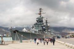 巡洋舰米哈伊尔・库图佐夫,海军的博物馆的分支, p 军舰世界在一阴暗秋天天奥林匹克parapherna的 库存照片