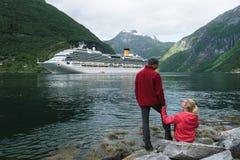 巡航划线员在盖朗厄尔峡湾中,挪威水域  免版税库存照片