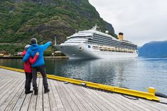 巡航划线员在Aurlandsfjord中,挪威水域  库存照片