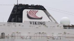 巡航划线员有管子呕吐的烟的北欧海盗猎户星座上甲板  股票录像