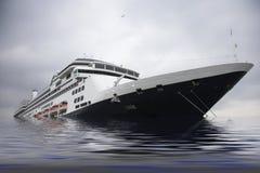 巡航划线员海运下沉 免版税库存照片