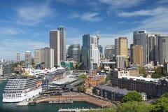 巡航划线员狂欢节传奇在悉尼港口,悉尼,澳大利亚停放了 图库摄影