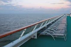 巡航划线员甲板在热带早晨 免版税图库摄影