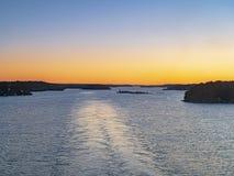 巡航划线员苏醒斯德哥尔摩群岛 免版税库存图片
