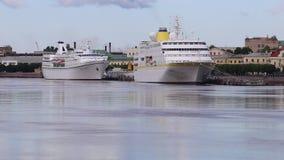 巡航划线员`汉堡`和`海洋在内娃河的雄伟` 股票录像