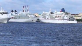 巡航划线员` Seabourn搜寻`, `欧罗巴`和`银耳语在内娃河的` 股票录像