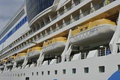 巡航划线员AIDAluna,救助艇 免版税库存图片