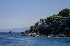 巡航到斯基亚索斯岛,希腊海岛  免版税库存照片
