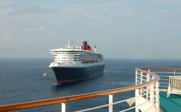 巡航前现代船视图 免版税图库摄影