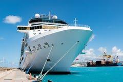 巡航前面船视图 免版税库存照片