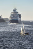 巡航和游艇风帆 斯塔万格港口 挪威 航海后面 免版税库存照片
