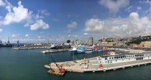 巡航和货物在热那亚,意大利端起 免版税图库摄影