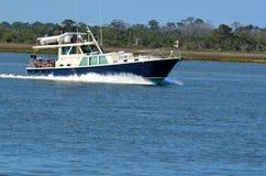 巡航在佛罗里达的小船 免版税库存照片