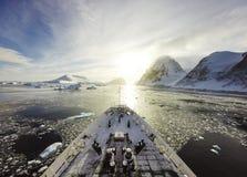 巡航在冰中 图库摄影