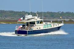 巡航在河下在佛罗里达 图库摄影