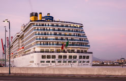 巡航在海港马拉加,西班牙的划线员肋前缘Mediterranea 库存照片