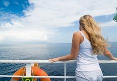 巡航在海 库存照片