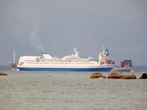 巡航在海 免版税库存照片