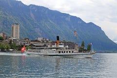 巡航在莱芒湖的小船La Suisse 库存照片