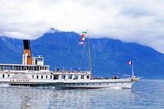 巡航在莱芒湖的小船La Suisse 库存图片