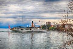 巡航在莱芒湖紫胶Leman的小船La Suisse在蒙特勒, Sw 免版税库存图片