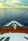 巡航在远洋班轮,从甲板的pov 免版税库存照片