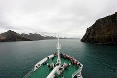 巡航对欺骗岛,南极洲的游轮 库存图片