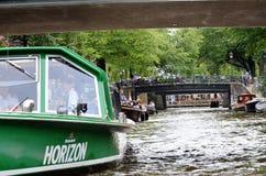 巡航小船在阿姆斯特丹 库存照片