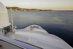 巡航往大陆的Luxy游艇 图库摄影