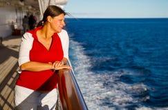 巡航愉快的船妇女 免版税库存照片