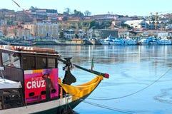 巡航的Rabelo小船在杜罗河河 波尔图葡萄牙 免版税库存图片