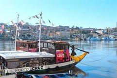 巡航的Rabelo小船在杜罗河河 波尔图葡萄牙 库存图片