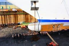 巡航码头干燥巨大的船 免版税库存照片