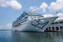 巡航芯片MV Adonia在哈瓦那港口靠码头 库存图片