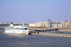 巡航轮渡玛丽亚公主,靠码头在端口 图库摄影