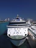 巡航靠了码头迈阿密船 库存图片