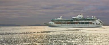 巡航马德拉岛船 免版税库存图片
