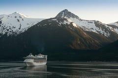 巡航skagway端口的船 库存图片