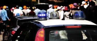 巡逻城市的警车的闪光灯 图库摄影