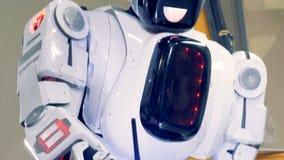 工业人同样的机器人与焊接器,关闭一起使用 股票视频