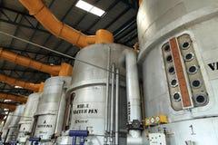 工业内部煮糖罐设备 免版税库存照片